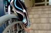 Rollstuhlfahrer vor Treppe-Bildungsangebote für Menschen mit Behinderung
